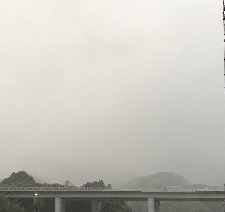 雨の新東名
